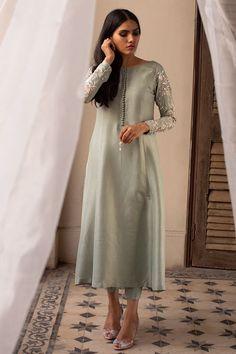Asian Wedding Dress Pakistani, Pakistani Dress Design, Pakistani Outfits, Long Dress Fashion, Indian Fashion Dresses, Indian Designer Outfits, Stylish Dress Designs, Stylish Dresses, Designer Party Wear Dresses