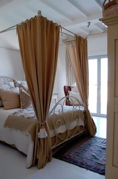 House Tour: Flo's Cape Cod Retreat African House, Cape Cod Style, Brass Bed, Bedroom Photos, Metal Beds, Bedroom Vintage, Interior Design Inspiration, House Tours, Home Goods