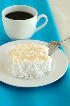 Weight Watchers Coconut Cake Recipe Ingredients: - 1 box cake mix – white preferably, but yellow is okay - 1 can oz.) Diet Sprite or Sprite Zero - 1 cup fat free sour cream - 1 cup shredded coconut - 1 cup Splenda (granular) - 1 cups Cool Whip. Weight Watcher Desserts, Weight Watchers Meals, Weight Watchers Cheesecake, Weigh Watchers, Ww Recipes, Light Recipes, Cake Recipes, Dessert Recipes, Recipies