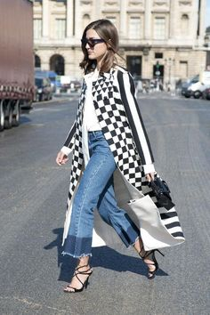 Spring Denim Trends: Cropped Flares Are the Must-Have Jeans for 2016 - Glamour Casual Chic, Moda Casual, Flare Jeans Outfit, Style Outfits, Jean Outfits, Denim Fashion, Star Fashion, Fashion Trends, Fashion 2016