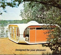 There is really nothing new about many of the modern prefabs that everyone is going gaga over; back in the Finnish architect Matti Suuronen designed the Venturo, a bit less extreme than his wonderful Futuro House. It appears to have been used Modular Homes, Prefab Homes, Modular Design, Modern Design, Bubble House, Colani, Dome House, Googie, Mid Century House