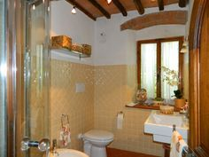 Clean and practical bathroom