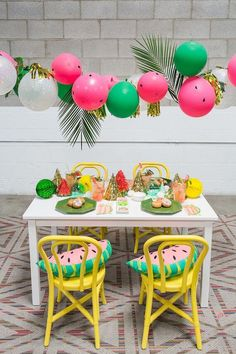 Balloons are the epitome of parties and we're loving the balloon garland trend right now. Check out these 16 Balloon Garland Party Ideas for your next party Watermelon Birthday Parties, Fruit Party, Summer Birthday, Luau Party, First Birthday Parties, Diy Party, Party Ideas, 2nd Birthday, Birthday Ideas