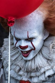 A third Bill Skarsgård isn't opposed! Tap our link in our to see what else he'd be interested in exploring as Pennywise. Clown Horror, Horror Art, Horror Movies, Le Clown, Creepy Clown, Bill Skarsgard Pennywise, Scary Wallpaper, Stephen King Novels, Kristina Webb