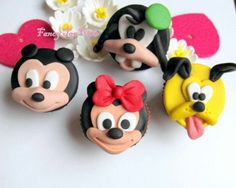 Disney cupcakes Disney Cupcakes, Love Cupcakes, Cupcake Cakes, Cupcake Ideas, Cup Cakes, Friends Cake, Mickey Mouse And Friends, Disney Cartoons, Pretty Little