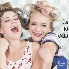 Hoje é o dia do amigo <3 Já deu aquele abraço na sua amiga que embarca em todo tratamento de beleza com você?  #DiaDoAmigo #MaísaAlmeida