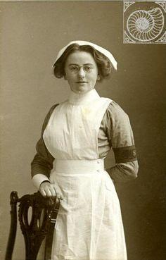 LYLIE SMITH 1915. NURSE (SALVATION ARMY). World War 1. Portland, Dorset.
