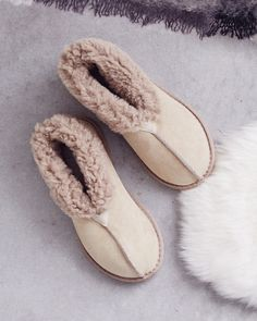 Sink tired toes into the plush British shearling and wear the cuffs turned down to reveal the woollen cuff or rolled up for cosy ankles. Shearling Slippers, Sheepskin Slippers, Pink Slippers, Womens Slippers, Latest Ladies Shoes, Wool Shoes, Shoe Crafts, Handbag Stores, Bohemian Accessories