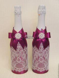 """Купить или заказать Cвадебный декор бутылок """"Марсала"""" в интернет магазине на Ярмарке Мастеров. С доставкой по России и СНГ. Срок изготовления: 2-10 дней в зависимости от…. Материалы: атласная лента, французское кружево,…. Размер: стандартные Wine Bottle Art, Wine Bottle Crafts, Jar Crafts, Bridal Wine Glasses, Wedding Glasses, Decorated Wine Glasses, Recycled Glass Bottles, Wedding Bottles, Champagne Bottles"""