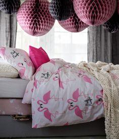 Flamingo plus big pink globes - Don't hit your head on those globes! Flamingo Sheets, Flamingo Party, Flamingo Beach, Flamingo Decor, Pink Flamingos, Everything Pink, Home Bedroom, Girls Bedroom, Bedroom Ideas