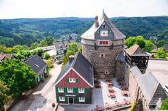 Travel guide to Schloss Burg Solingen castle for a day trip to North Rhein-Westfalia. Read on for Solingen itinerary for Gräfrath, Wuppertal and more. 3 Days In Amsterdam, Amsterdam Red Light District, Amsterdam Photos, Amsterdam City, Amsterdam Travel, Tales Of The Unexpected, Amsterdam Itinerary, Dam Square, Europe Continent