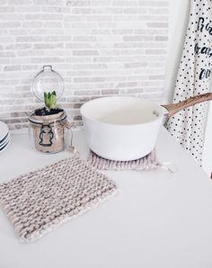 Farben extra groß Deko Küche Retro Stil   2er Set gehäkelte Topflappen versch