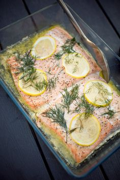 Hel lax i ugn smör,citron,dill Fish Recipes, Lunch Recipes, Appetizer Recipes, Healthy Recipes, Easy Beef Wellington, Wellington Food, British Dishes, Inexpensive Meals, Swedish Recipes