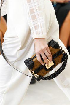 L'équipe Leasy Luxe adore cette minaudière de Louis Vuitton // www.leasyluxe.com #style #love #leasyluxe