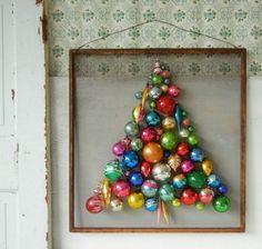 weihnachtsbaum-künstlich-künstlicher weihnachtsbaum test-durch-wand-bilderrahmen-weihnachtsschmuck