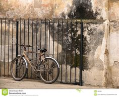 old-bicycle-next-to-old-wall-185586.jpg (1300×1065)
