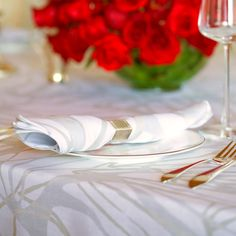 Huddleson Melita Metallic silver and gold organic striae print tablecloth and napkin