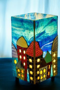 Galerie - Mariane Laperrière mosaïste Stained Glass Light, Stained Glass Paint, Stained Glass Projects, Fused Glass Art, Painted Glass Bottles, Glass Bottle Crafts, Glass Painting Patterns, Stained Glass Patterns, Tiffany Glass