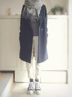 この画像は「冬コーデの定番!【ネイビーコート】にぴったりのマフラーはこれだ♡」の記事の画像です。