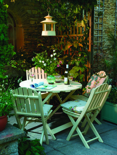 cottage Garden room 47 Small Courtyard Garden with Seating Area Design Ideas Small Courtyard Gardens, Small Courtyards, Outdoor Gardens, Courtyard Design, Balcony Design, Balcony Garden, Small Cottage Garden Ideas, Garden Cottage, Cool Garden Ideas