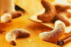 Knusprige Plätzchen mit gemahlenem Zimt zu Weihnachten