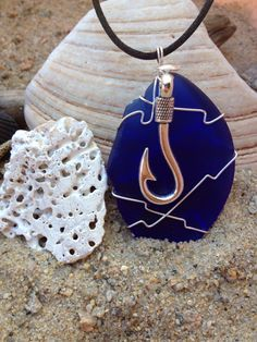 396 Hook on dark blue Seaglass - S
