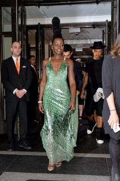 """Lupita Nyong'o Photos - Actress Lupita Nyong'o leaves from The Mark Hotel for the 2016 """"Manus x Machina: Fashion in an Age of Technology"""" Met Gala on May 2016 in New York City. - The Mark Hotel Celebrates the 2016 Met Gala Gala Dresses, Nice Dresses, Formal Dresses, Posh Dresses, Celebrity Dresses, Celebrity Style, Calvin Klein, High Hair, Met Gala Red Carpet"""