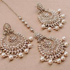 Ayesha Earring & Teekah Set 😍 Tap the photo to shop now!💖 📷: alisha lov… Ayesha Earring & Teekah Set 😍 Tap the photo to shop now! Indian Jewelry Earrings, Indian Jewelry Sets, Jewelry Design Earrings, Indian Wedding Jewelry, Tikka Jewelry, Indian Bangles, India Jewelry, Jewelry Rings, Antique Jewellery Designs