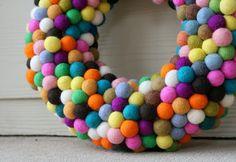 She Makes Pillows: DIY Felt Ball Wreath