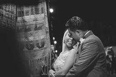 Un abrazo de amor en plena calle Santander de Panajachel / http://ift.tt/1NqbiFe /#iLoveMyJob #juansalazarphoto #weddinguatemala #wedding #DestinoDeBodas #weddingdestination #boda #bodaenGuatemala #DestinoDeBodas #shutterguatemala #perhapsyouneedalittleguatemala #fearlessphotographer #streetphotography #weddingAtitlan #weddingphotography #fotografodebodas #hugs #brazos #love #lifestyle #LifePhotographer