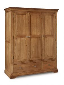 Philippe Oak Bedroom Furniture This timeless collection has been beautifully crafted from Solid Oak using traditional construction methods to create Triple Wardrobe, Oak Wardrobe, Oak Bedroom Furniture, Oak Furniture House, Prep Kitchen, Entertainment Center Decor, Cabinet Makers, Diy Cabinets, Bedroom Storage