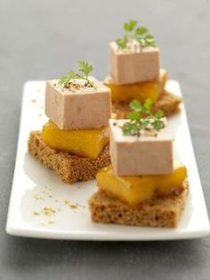Gourmand Asia suggests you this recipe of foie gras bites with caramelized mango. Enjoy it as an aperitif or as a starter. Party Finger Foods, Snacks Für Party, Foie Gras, Cooking Time, Cooking Recipes, Appetizer Recipes, Appetizers, Spice Bread, Mango