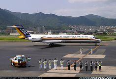 Japan Air System - JAS McDonnell Douglas MD-87 JA8278 being waved off by ground staff at Kitakyushu-International, July 2005. (Photo: Tohru Hiraoka)
