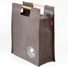 Shopping bag with high quality wooden handles made in Jute natura . Denim Handbags, Purses And Handbags, Leather Handbags, Paper Bag Design, Save The World, Sack Bag, Bottle Bag, Jute Bags, Cloth Bags
