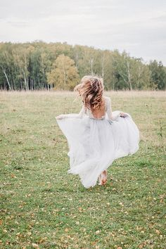 Fineart wedding photography | Light blue opened back wedding dress | fabmood.com #wedding #weddingdress #blueweddingdress