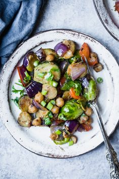 Kung pao chickpea & brussels sprouts stir fry with a delicious homemade sauce and plenty of protein. Vegan, gluten free and packed with plant based protein! Vegan Dinner Recipes, Vegan Dinners, Vegetarian Recipes, Healthy Recipes, Vegetarian Dish, Healthy Treats, Chickpea Recipes, Delicious Recipes, Free Recipes