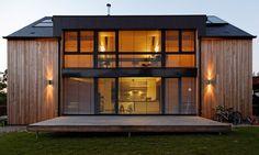 Side of the house Residential Architecture, Amazing Architecture, Architecture Details, Modern Architecture, Contemporary Barn, Modern Tiny House, Solar House, Facade House, Modern Farmhouse