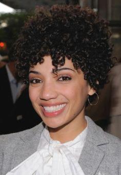 Kurze lockige schwarze Frisuren: Verschiedene Short Curly Black Frisuren ~ frauenfrisur.com Frisuren Inspiration