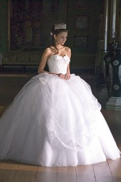 This ball gown wedding dress is ridiculously full. I kinda love it.