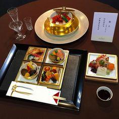 Высокая кухня Киото: ланч с лангустом и морепродуктами #суси #сасими #лангуст #креветки #суши #Киото #зима #еда #ресторан #гурме #гурмэ #приятногоаппетита #питание #японскаякухня