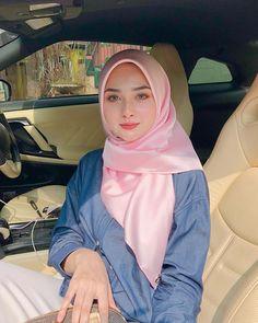Sandra Andini Hijaber is Beautiful - Hijaber Manja Beautiful Girl Photo, Beautiful Hijab, Beautiful Women, Modest Fashion Hijab, Hijab Chic, Hijabi Girl, Girl Hijab, Hijab Collection, Muslim Beauty