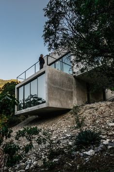 Offset concrete boxes form retreat for a couple in Mexican mountains - Pin Coffee Architecture Design, Concrete Architecture, Sacred Architecture, Modern Architecture House, Beautiful Architecture, Residential Architecture, Bergen, Arch Building, Villa