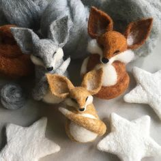 Work in progress - custom order for a lovely lady from Australia ❤️ #needlefelting #felting #fox #star #wetfelting #fibreart #design #wip #workinprogress #cambridge #cute #babymobile #customorder #comission #wool #wildlife #natureinspired #fibreart #ukartist #cambscreativetreasures #silverfox #redfox