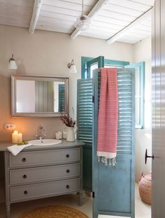 Colorful Andalusian farm embedded in a Spanish olive grove - Decoration Ideas Small Bathtub, Small Bathroom, Bathroom Inspiration, Interior Inspiration, Vintage Shutters, Shower Together, Modern Shower, Granada, Decoration