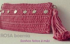 "4 curtidas, 1 comentários - ROSA boemia (@rosaboemia) no Instagram: ""Delicadezas #boehmianstyle #crochetclutch"""