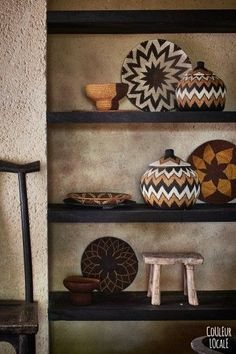 Great idea for focus wall from dining area. African Interior Design, African Design, African Art, Ethnic Decor, Boho Decor, Tribal Decor, Sisal, African Bedroom, Ethno Design