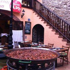 Lunch in Roses #foodie #paella #aRoses #VisitRoses #inCostaBrava #catalunyaexperience #travelwithkids @actuallyblog @marisworld @minnowmep @globalmousepins