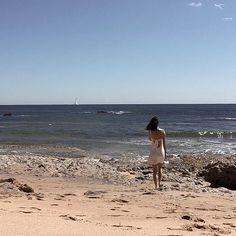 O tempo ainda não melhorou por Lisboa. Mas eu só queria o meu verão de volta. Os dias quentes, o céu limpo e o calor logo pela manhã. 🍦Quem mais tem saudades do verão? . . . . P.s- verão volta, estas perdoado 😘 #summertime #portuguesegirl