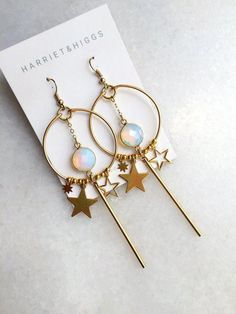 Luxury Gift for Wife, Blue White Geode Crystal Earrings for Stocking, Raw Crystal Studs in Ocean Blue and Gold Fill - Fine Jewelry Ideas Ear Jewelry, Cute Jewelry, Body Jewelry, Jewelry Accessories, Jewelry Making, Jewelry Ideas, Jewellery, Sterling Jewelry, Jewelry Trends