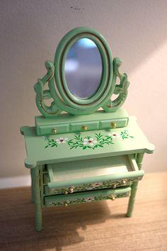 Dollhouse dressser mirror dolls house bedroom green standup